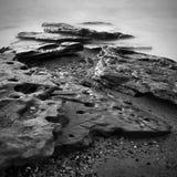 Costa de mar com exposição longa Fotos de Stock Royalty Free