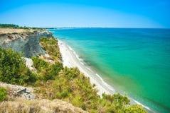 Costa de mar con la arena blanca imágenes de archivo libres de regalías