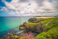 Costa de mar de Cornualles imponente cerca de St Ives Fotos de archivo
