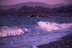 Costa de mar de Italia en la puesta del sol Fotos de archivo libres de regalías