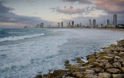 Costa de mar de Telavive na noite Fotografia de Stock Royalty Free