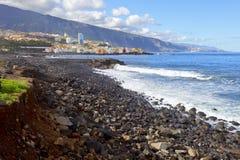 Costa de mar rochosa Imagem de Stock