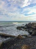 Costa de mar rocosa de la base Imágenes de archivo libres de regalías