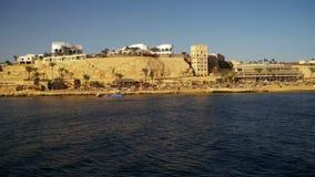 Costa de Mar Rojo con las playas, la palma y los hoteles Península del Sinaí del viaje del barco, Egipto metrajes