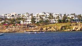 Costa de Mar Rojo con las playas, la palma y los hoteles Península del Sinaí del viaje del barco, Egipto almacen de video