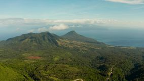 Costa de mar tropical del paisaje, monta?as almacen de metraje de vídeo