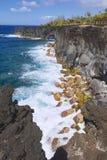 Costa de mar volcánica negra de la lava en Reunion Island, Francia fotos de archivo libres de regalías