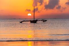 Costa de Mombasa, Kenia, océano, nubes, costa Imagen de archivo