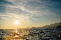 Costa de Montenegro no por do sol, vista do mar Fotografia de Stock Royalty Free