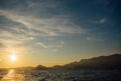 Costa de Montenegro no por do sol, vista do mar Fotografia de Stock