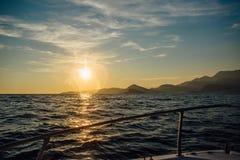 Costa de Montenegro no por do sol, vista do mar Imagens de Stock Royalty Free