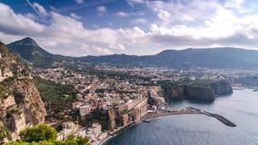 Costa de Napoli, di Sorrento do piano Praia do meta, opini?o de lapso de tempo da cidade tur?stica em It?lia, nuvens incr?veis da filme