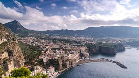 Costa de Napoli, di Sorrento do piano Praia do meta, opini?o de lapso de tempo da cidade tur?stica em It?lia, nuvens incr?veis da vídeos de arquivo