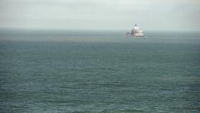 Costa de Oregon, luz de la roca de Tillamook, los E.E.U.U. 4K UHD almacen de video