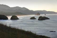 Costa de Oregon, praia do canhão, alvorecer imagens de stock royalty free