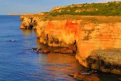 Costa de pedra colorida amarelo Kamen Bryag Bulgaria Imagens de Stock Royalty Free