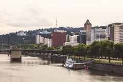 Costa de Portland y el río de Willamette imagenes de archivo
