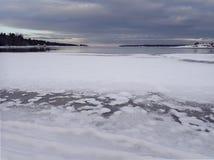 Costa costa de Suecia septentrional en Kuggören - Hudiksvall foto de archivo