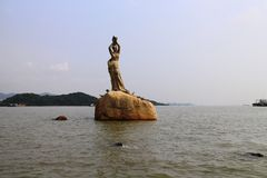 Costa de Xianglu Bay— Fisher Girl Statue fotografia de stock royalty free