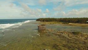 Costa del mar con resaca