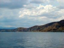 Costa del Mar Negro en Crimea Montaña de Kara Dag imágenes de archivo libres de regalías