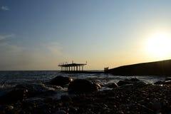 Costa del Mar Negro en la puesta del sol Abjasia fotografía de archivo