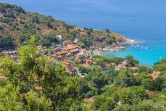 Costa del mar tirreno en Elba Island, Italia Imagen de archivo