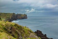 Costa del nord di sao Miguel Island, l'Oceano Atlantico Immagini Stock