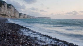 Costa del norte de Francia. Puesta del sol Fotos de archivo libres de regalías