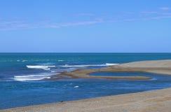 Costa del Océano Atlántico. Paisaje salvaje. Imagen de archivo libre de regalías