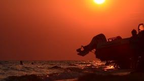 Costa del océano de la tarde almacen de metraje de vídeo