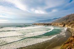 Costa del Pacífico de los E.E.U.U., playa del dólar de arena, Big Sur, California Fotografía de archivo libre de regalías