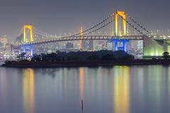 Costa del puente del arco iris, Odiaba Japón imagenes de archivo