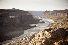 Costa del río islandés Jokulsa un Fjollum Fotos de archivo