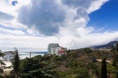 Costa del sud della Crimea in primavera Immagini Stock