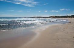 Costa dell'Oceano Indiano alla spiaggia blu dei fori Immagine Stock