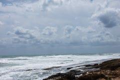 Costa della tempesta del mar Mediterraneo della Spagna Immagini Stock