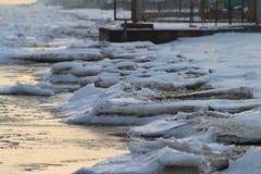 Costa di inverno del mare di Azov fotografia stock