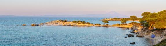 Costa di mar Egeo di tramonto Chalkidiki, Grecia Fotografia Stock