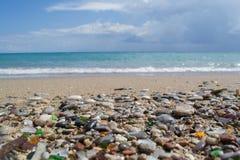Costa di mare impressionante della pietra e della sabbia della Grecia Fotografia Stock