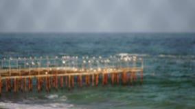 Costa di mare in tempo soleggiato E stock footage