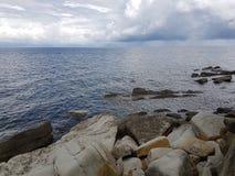 Costa di pietra del mare Immagine Stock