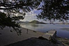 Costa diritta del lago woman Fotografia Stock