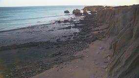 Costa do Algarve perto de Albufeira, Portugal video estoque