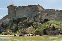 A costa do estuário perto do castelo de Bilhorod-Dnistrovskyi em Ucrânia Imagens de Stock
