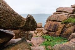 Costa do granito cor-de-rosa, Ploumanach, Brittany, França Foto de Stock Royalty Free