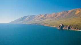 A costa do Lago Baikal no outono Imagem de Stock