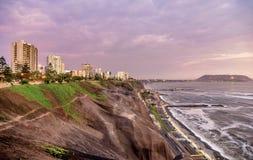 A Costa do Pacífico de Miraflores em Lima, Peru imagens de stock