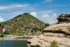 A costa do reservatório de Bukhtarma imagem de stock