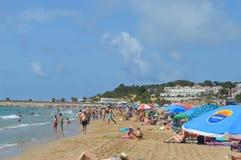 Costa Dorada-strand op zonnige dag op 23 Juni, 2016 in Torredembarra, Spanje Stock Afbeeldingen